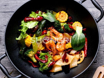 The Dfference between Carbon Steel and Cast Iron Cookware